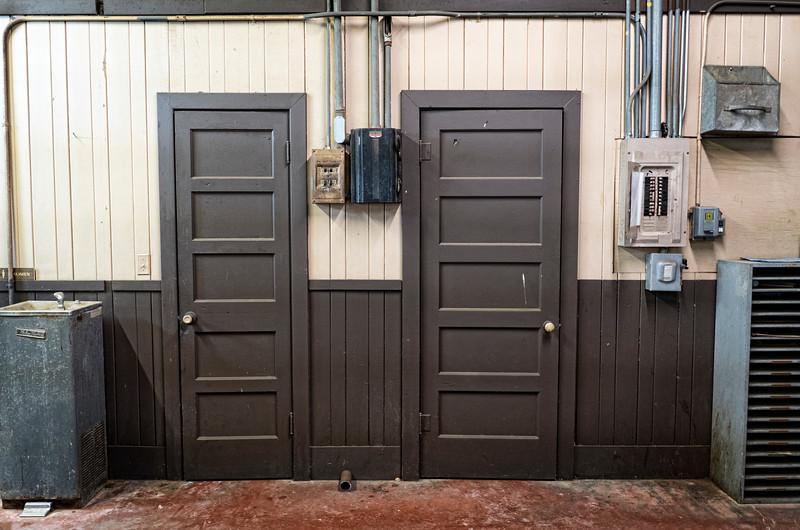 2018-04-19 Bathroom Doors A7III_DSC0131.jpg
