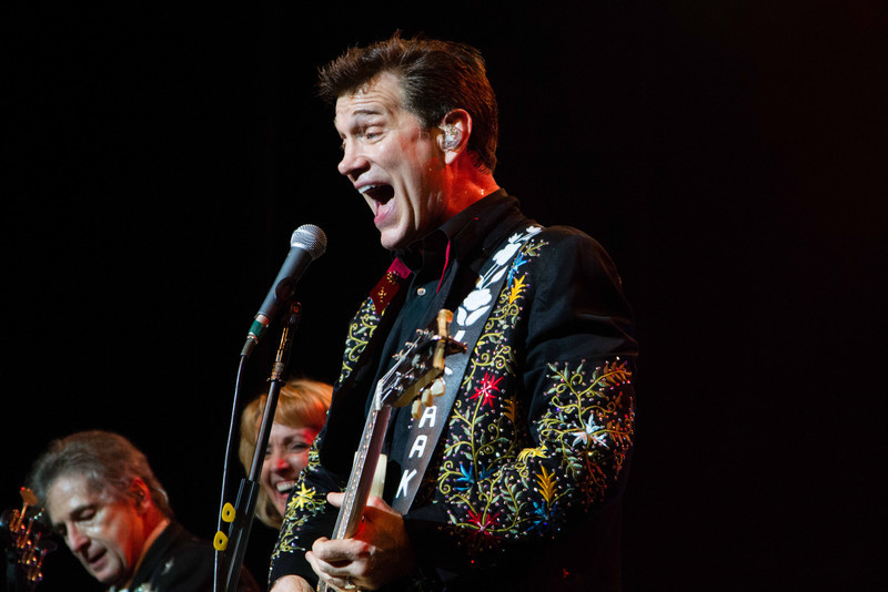 Chris_Isaak_-_GNorton_11-4-2012-185.jpg