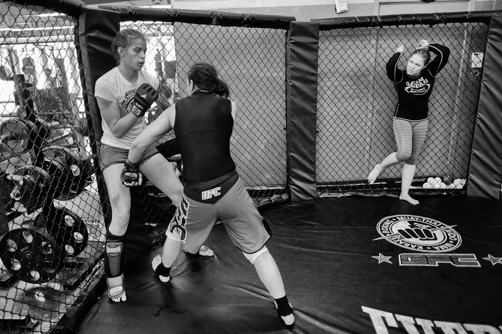 . Ronda Rousey watches as  Shayna Baszler and Jessamyn Duke practice techniques at the Glendale Fighting Club in Glendale. (Photo by Hans Gutknecht/Los Angeles Daily News)