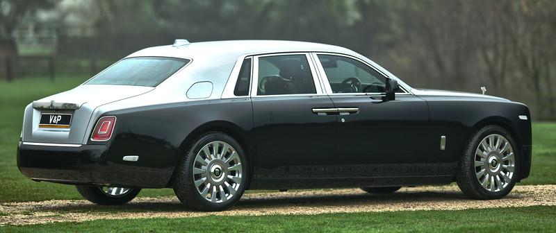 Rolls-Royce Phantom VIII 8.jpg