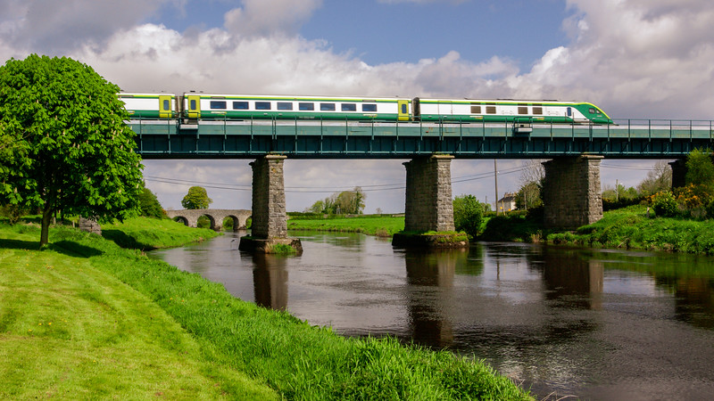 Intercity train crossing the Barrow at Monasterevin