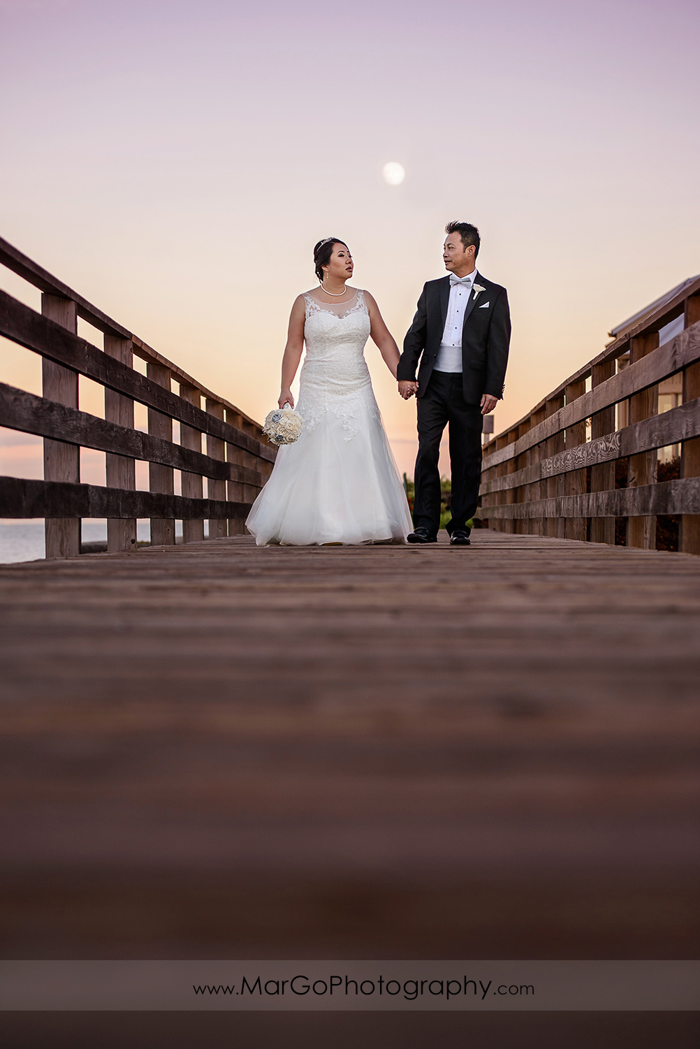 sunset photo of bride and groom at Robert Woolley State Park in Burlingame