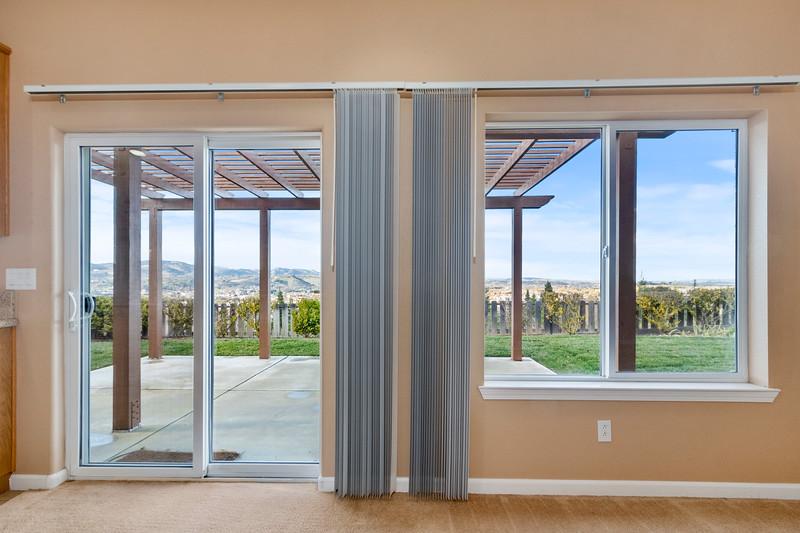 299 Montebello Oaks 19 Living Room.jpg
