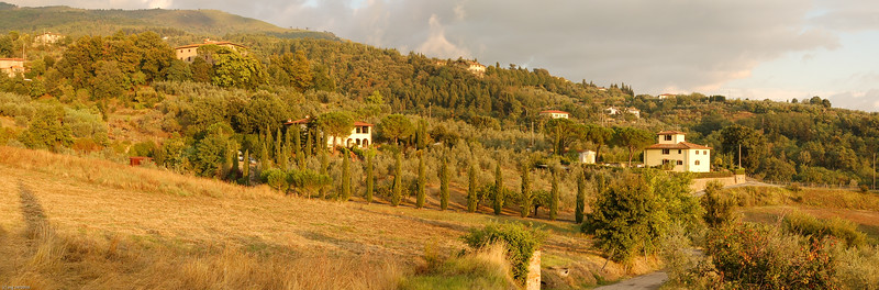 ... und idyllische Villen mit Zypressen-Hainen - DAS ist die Toskana!  / ...and idyllic villas with cypress trees - THAT's Tuscany!