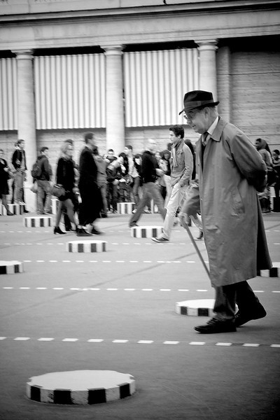 Paris B&W man walking 00395 copy1.jpg