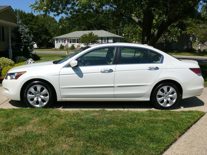 2008 Honda Accord V6 1.jpg