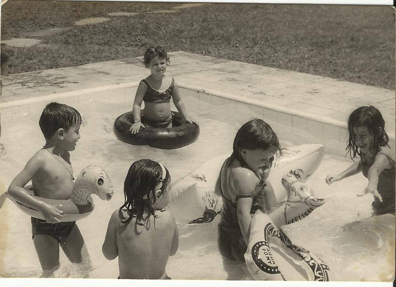Dundo,  Rosarinho Patuleia na piscina dos pequeninos com....?