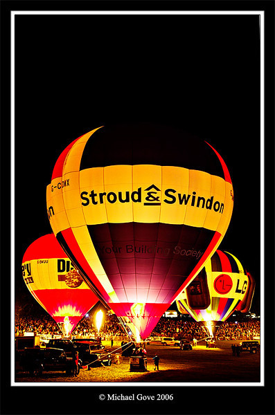 Bristol Balloon Fiesta night glow (65076955).jpg