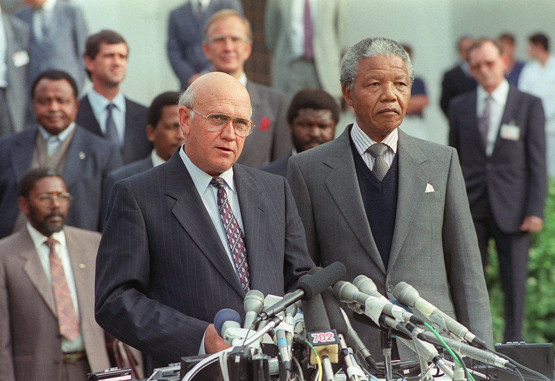 ". South Africa\'s President Frederik Willem de Klerk (L) and anti-apartheid leader and African National Congress (ANC) member Nelson Mandela addresses the media during a joint press briefing, after historic ""talks about talks\"" between the South African government and the ANC in Cape Town. (Photo credit should read WALTER DHLADHLA/AFP/Getty Images)"
