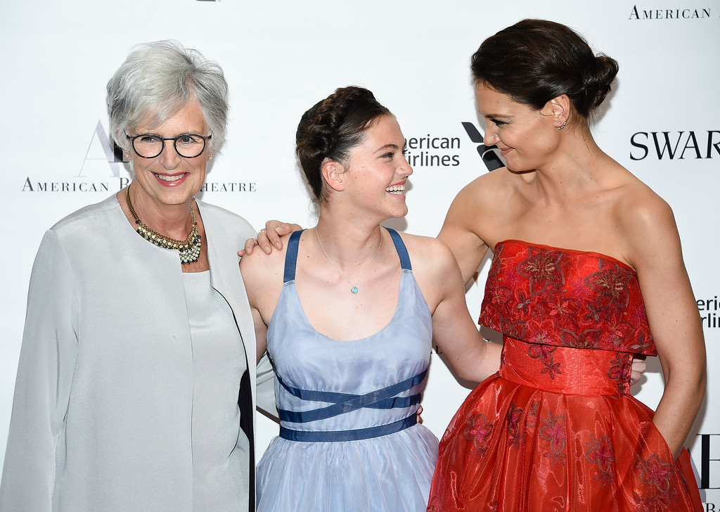 . Actress Katie Holmes arrives with her mother Kathleen and her niece Kathleen at the American Ballet Theatre\'s 2017 Spring Gala at The Metropolitan Opera House on Monday, May 22, 2017, in New York. (Photo by Evan Agostini/Invision/AP)