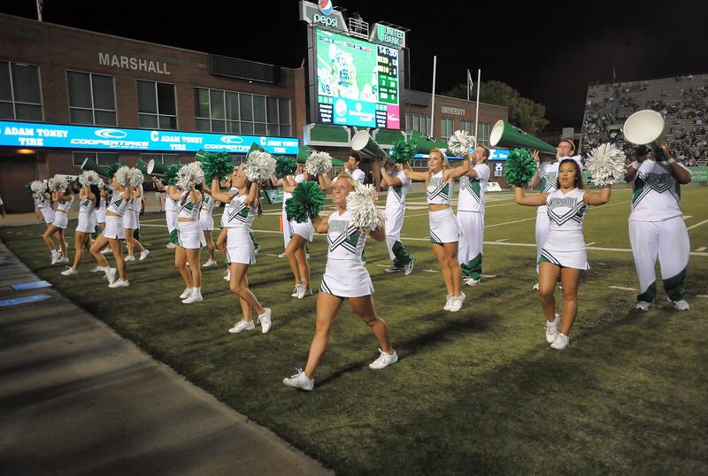cheerleaders1094.jpg