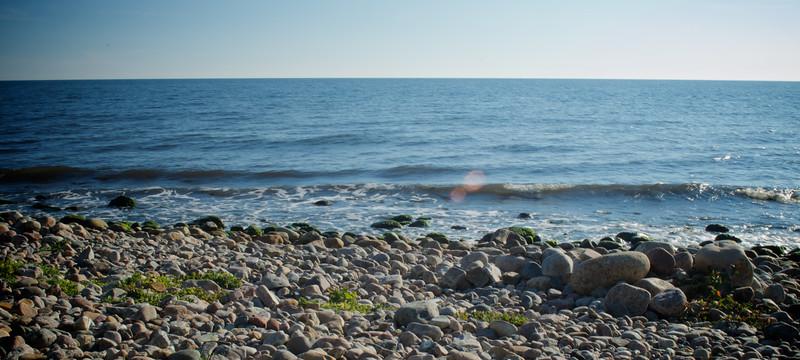 Stones Meet Sea