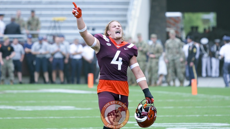 LB Dax Hollifield sings along to Enter Sandman right before kickoff. (Mark Umansky/TheKeyPlay.com)