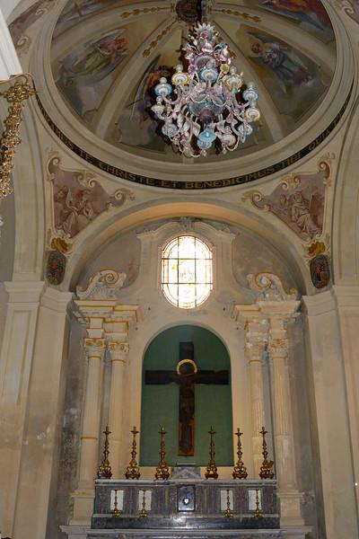 Altar and Venetian Glass Chandelier --Siracusa Duomo/Tempio di Minerva