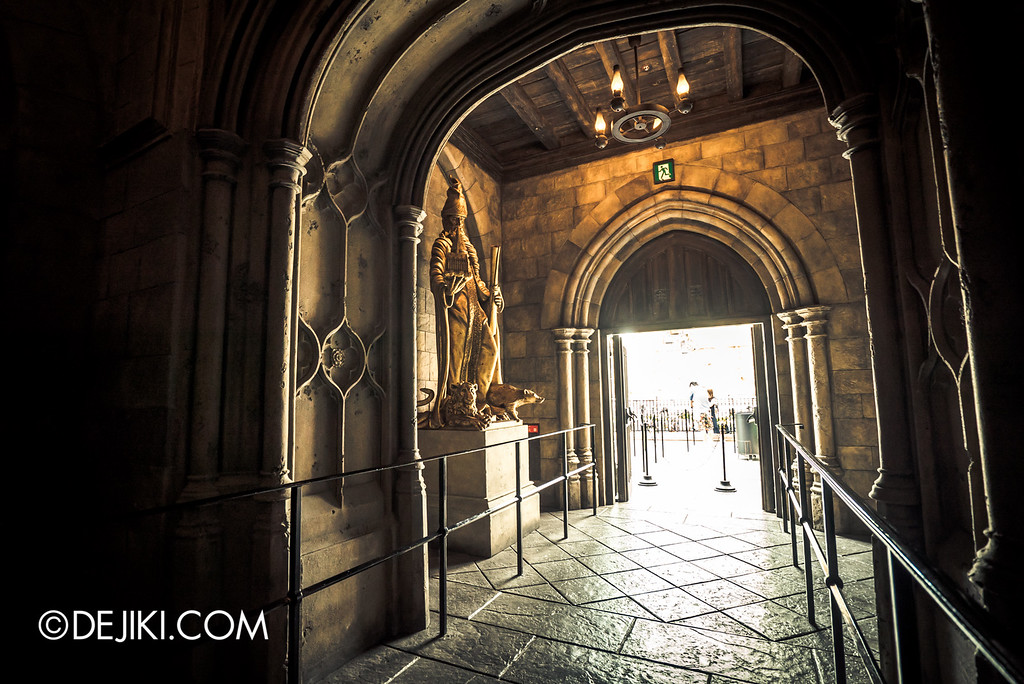 Universal Studios Japan - Harry Potter and the Forbidden Journey / Hogwarts Castle Walk Tour - Castle Foyer