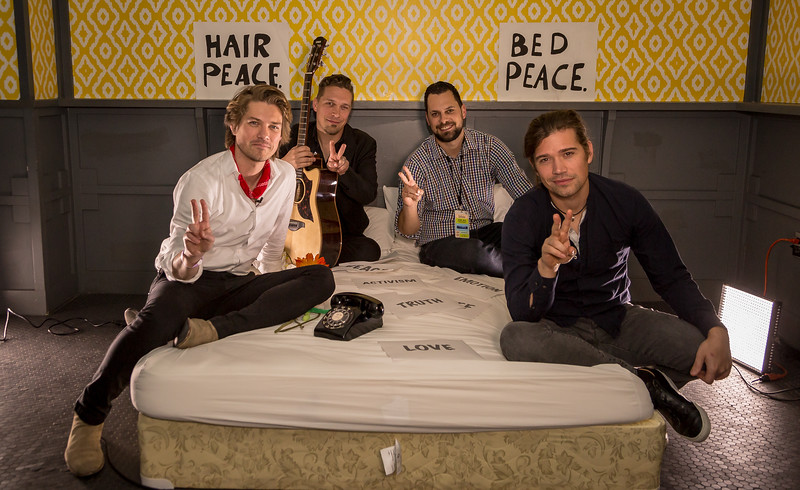 2018_03_15, Austin, SXSW, The Belmont, TX, bed in, Hanson, Thor Juell, peace signs,