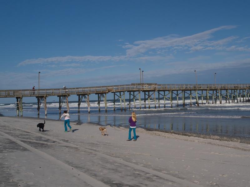 Jolly Roger Pier, Topsail Beach town, Topsail Island, North Carolina.