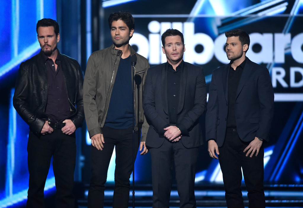 . Kevin Dillon, from left, Adrian Grenier, Kevin Connolly, and Jerry Ferrara present the award for top artist at the Billboard Music Awards at the MGM Grand Garden Arena on Sunday, May 17, 2015, in Las Vegas. (Photo by Chris Pizzello/Invision/AP)