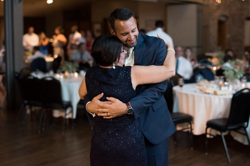 mother-son-dance (4 of 23).jpg