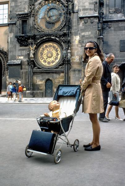 700823 Joanie & Jamie Amazing Clock in Prague 13-27.jpg