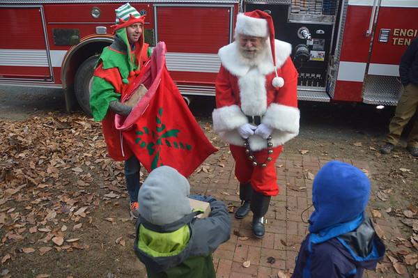 2018_12_09_Santa in Firetruck