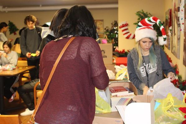 2014 ACE Students Help Nursing Home