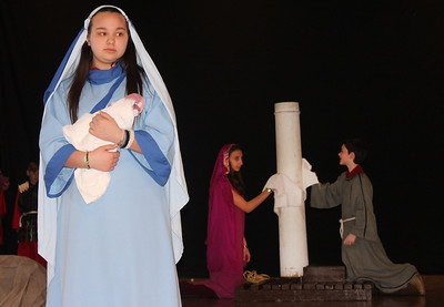 PHOTOS: St. Ignatius students stage Passion Play, share the Holy Week and Easter story