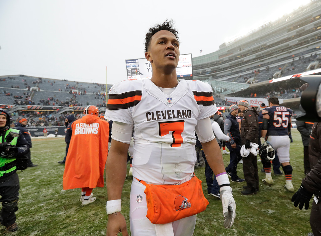 . Cleveland Browns quarterback DeShone Kizer (7) walks off the field after losing to the Chicago Bears 20-3 in an NFL football game in Chicago, Sunday, Dec. 24, 2017. (AP Photo/Charles Rex Arbogast)