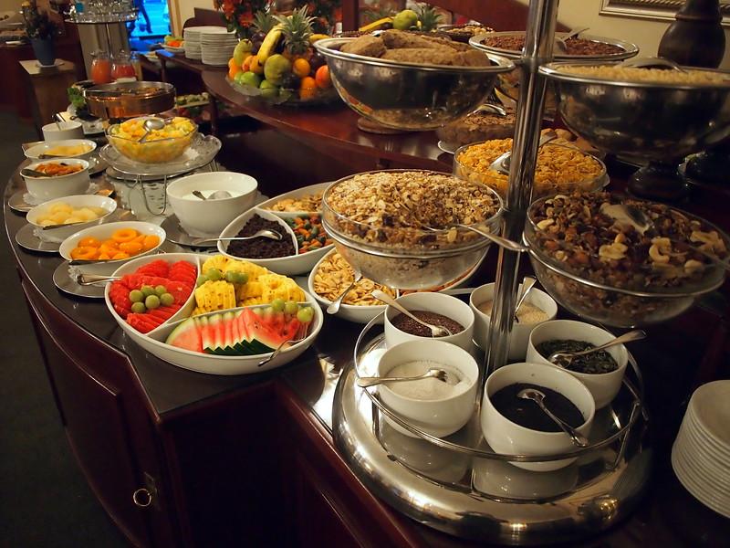P3230253-breakfast-table.JPG
