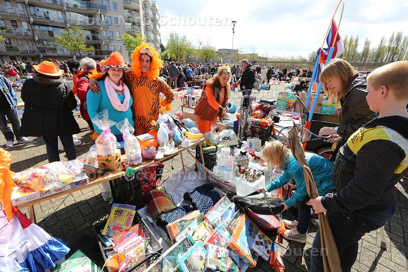 Koningsdag - Vrijmarkt op de Markt - ZOETERMEER 27 APRIL 2015 - FOTO NICO SCHOUTEN