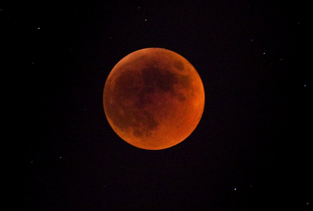". <p><b> This rare cosmic event this week led some to believe they were witnessing a sign of the coming Apocalypse � </b> <p> A. The arrival of the blood moon <p> B. The northern lights <p> C. The Twins reaching the .500 mark <p><b><a href=\'http://www.twincities.com/columnists/ci_25539790/mike-lynch-total-lunar-eclipse-should-be-totally\' target=""_blank\"">HUH?</a></b> <p>    (Uriel Sinai/Getty Images)"