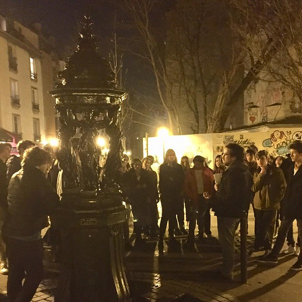 Art tour by night #wallacefountain #streetart #moonoverparis
