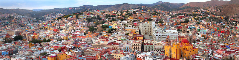 Guanajuato city at evening time lr.jpg