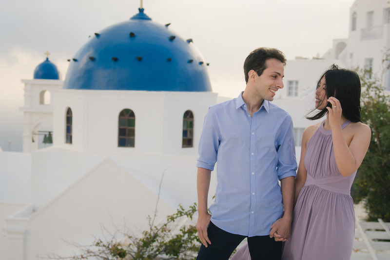 Santorini-photo-shoot-relaxed-natural-soft-couples-session-Anna-Sulte-002.jpg