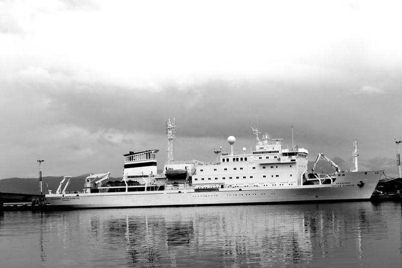 Vavilov arrives, Port of Ushuaia
