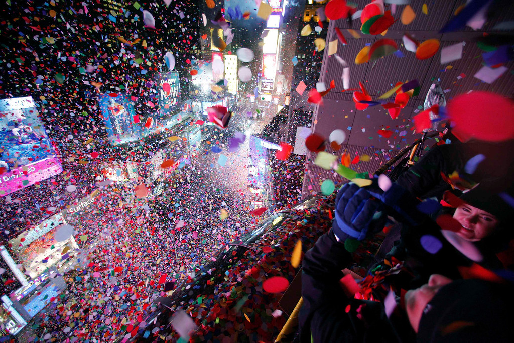 . Confetti is dropped on revelers at midnight during New Year celebrations in Times Square in New York January 1, 2013. REUTERS/Gary Hershorn
