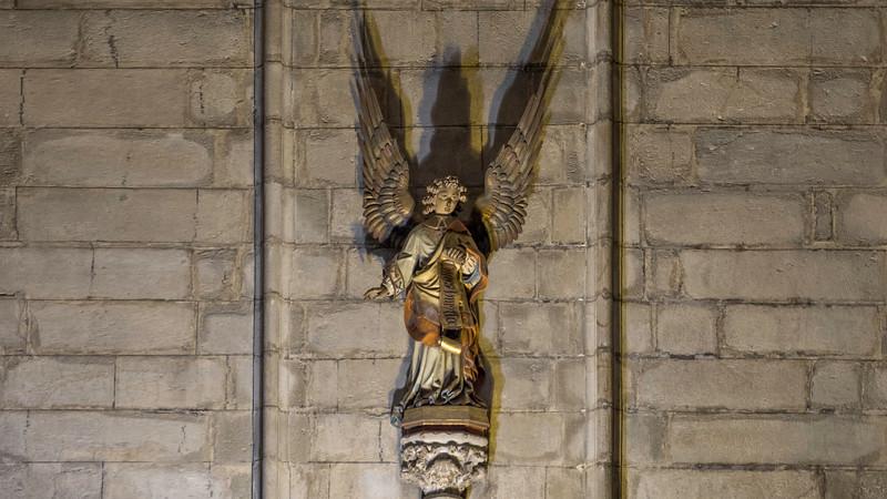 0083 Barcelona Basilica 16x9.jpg