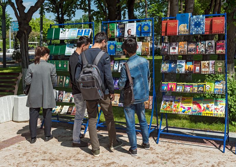 Street book market, Tashkent