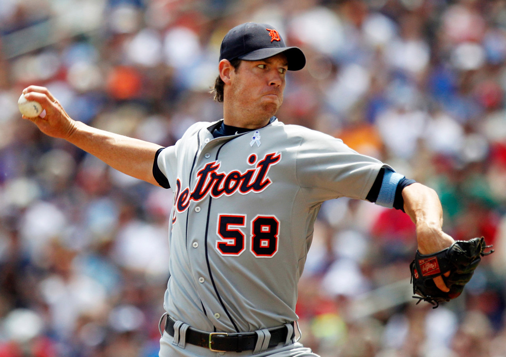 . Tigers starting pitcher Doug Fister throws against the Twins during the first inning. (AP Photo/Genevieve Ross)