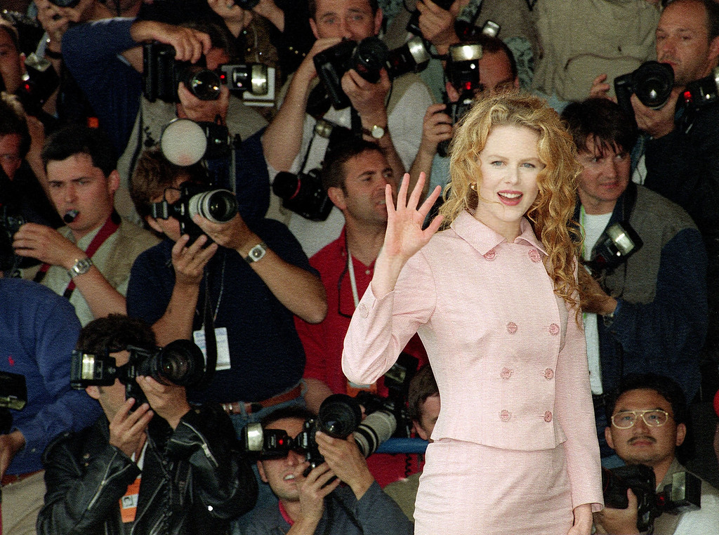 ". Australian actress Nicole Kidman waves to photographers before her press conference for the film ""To Die For\"" by U.S. director Gus van Sant in which she has the staring role. The film is entered in the \""hors competition,\"" out of competition, category at the 48th International Film Festival in Cannes, French Riviera. Saturday May 20, 1995. Her presence has created a stir with the press.  (AP PHOTO/Remy de la Mauviniere)"