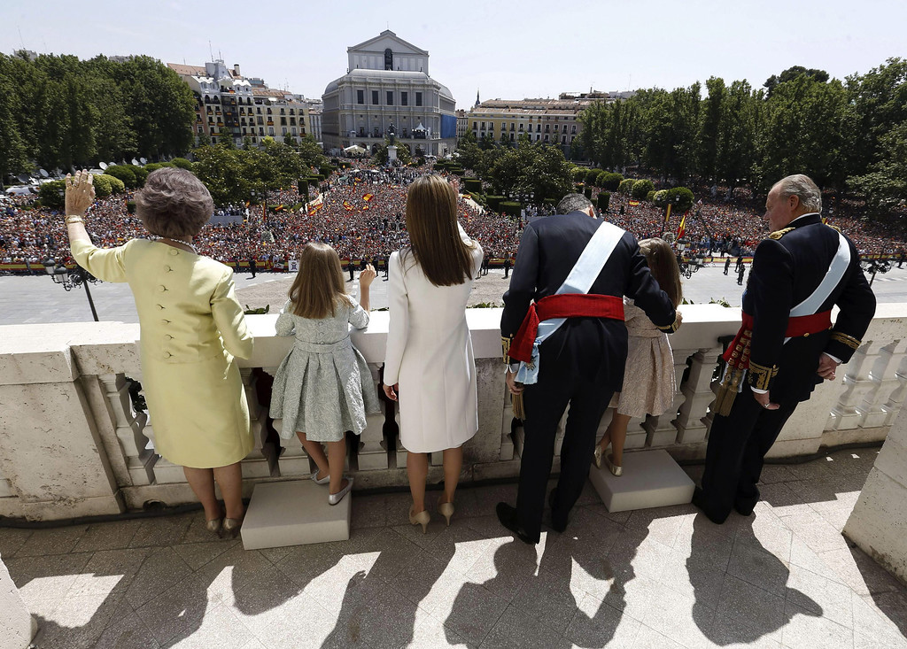 . (R-L) King Juan Carlos, Princess Leonor, Princess of Asturias, King Felipe VI of Spain, Queen Letizia of Spain, Princess Sofia and Queen Sofia greet crowds of wellwishers as they appear at the balcony of the Royal Palace during the King\'s official coronation ceremony on June 19, 2014 in Madrid, Spain. (Photo by Javier Lizon /EFE - Pool Getty Images)