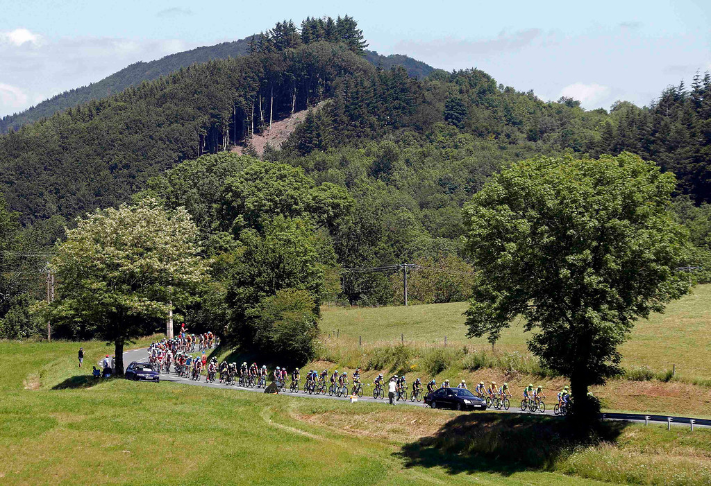 . The pack of riders cycles on its way during the 205.5 km seventh stage of the centenary Tour de France cycling race from Montpellier to Albi July 5, 2013.      REUTERS/Jean-Paul Pelissier