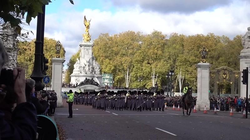 Buckingham Palace_London Tour_MAH01198.MP4