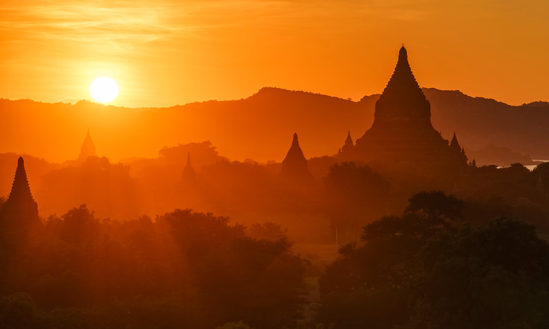 Bagan Sunset & Sunrays.jpg