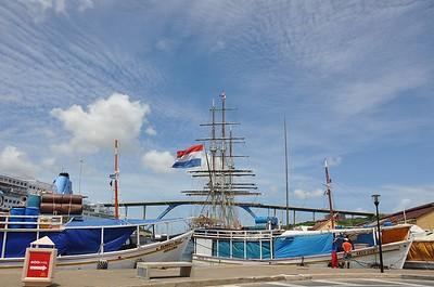 Zeilschip Stad Amsterdam visiting Willemstad