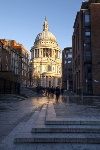 approaching-saint-pauls-cathedral.jpg