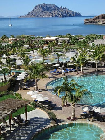 Beach resort in Loreto with pools and palm trees