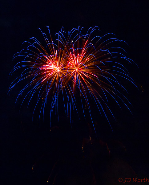 070417 Luray VA Downtown Fireworks - Blue Sea Urchin Duo with Peppermint Centers-0914.jpg