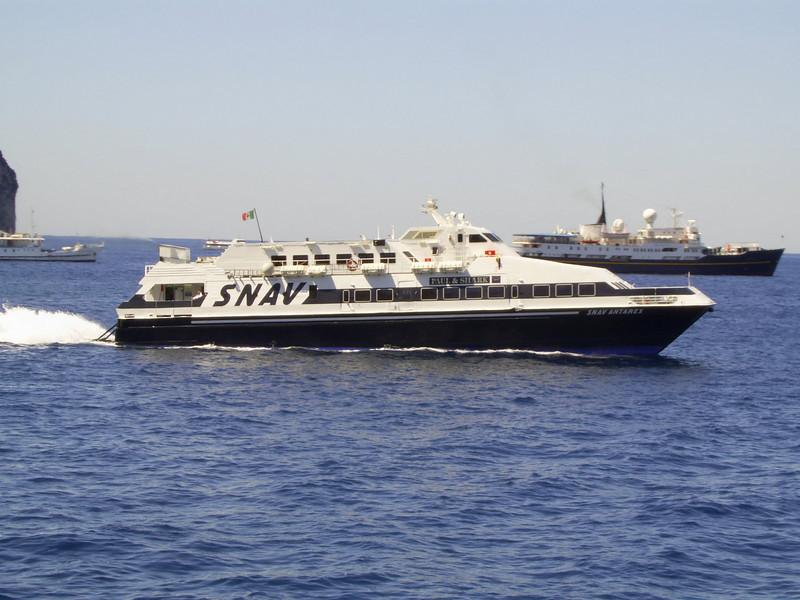 2007 - SNAV ANTARES departing from Capri.