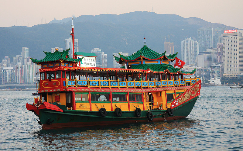 Chinese Junk: Victoria Harbour, Hong Kong